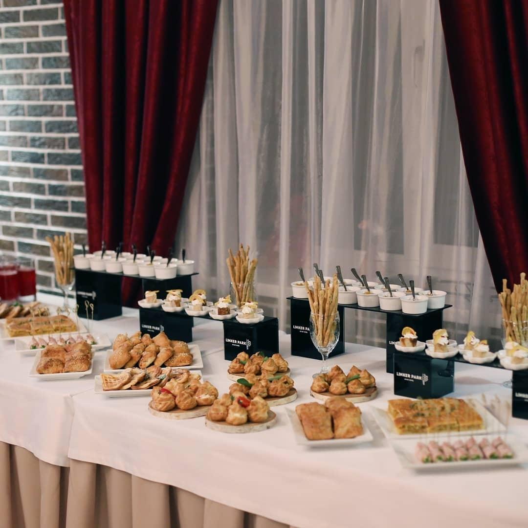 Закуски и сладости для гостей в день рождения Линкер Парк
