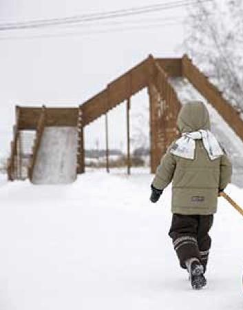 Зимнее развлечение в Линкер Парк – катание на большой горке, привлекает к себе и детей, и взрослых отдыхающих