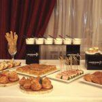 Персонал ресторана Линкер Парк демонстрирует мастерство и творческую фантазию в сервировке стола