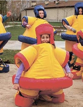 Сумобол, один из вариантов активного отдыха для отдыхающих коллективов на свежем воздухе