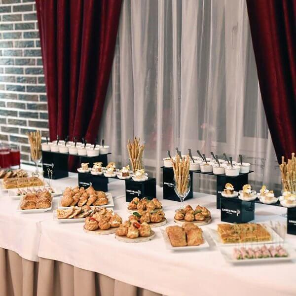 Закуски и сладости для гостей в день рождения Apart Hotel «Линкер Парк» 9 ноября 2019 года