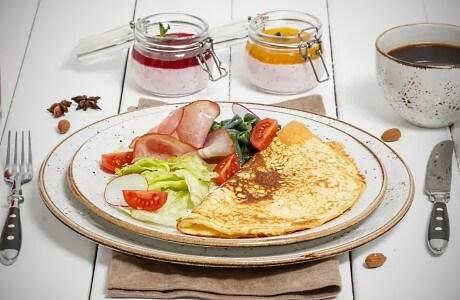 В Линкер Парк для питания проживающих гостей предусмотрено комплексное меню, вкдючающее завтрак, обед и ужин