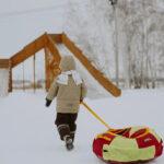 В Линкер Парк установлена большая двускатная горка, на которой с удовольствием катаются и взрослые, и дети, фото 7