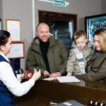Семейный отдых зимой в Линкер Парк начинается со встречи приветливым персоналом, фото 1