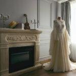 Свадебное платье Лены в номере полулюкс в комнате с камином Apart Hotel «Линкер Парк», фото 1
