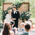 Жених и невеста перед гостями на выездной регистрации брака, свадьба Антона и Лены в Apart Hotel «Линкер Парк», фото 7