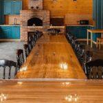 Банкетный зал Гриль хаус в Apart Hotel Линкер Парк для проведения мероприятий за городом, стол из ясеня