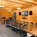 Банкетный зал Гриль хаус в Apart Hotel Линкер Парк для проведения мероприятий за городом, мебель и караоке-система