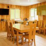 Просторная гостиная комната с кухонным уголком и караоке-системой в саунах «Линкер Парк», фото 17