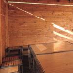Мангальная зона на 20 человек построена из экологичных материалов, что создает приятную атмосферу для отдыха