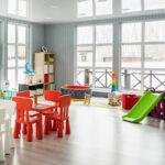 Для игр маленьких гостей в Линкер Парк имеется детская комната с детской мебелью и игрушками